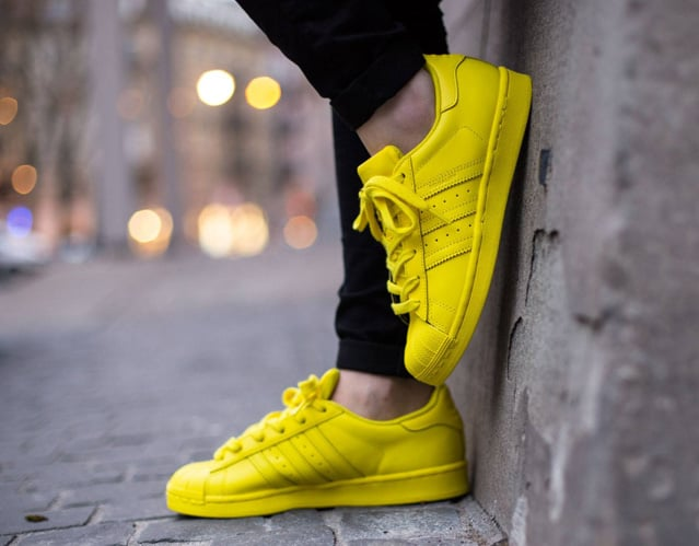 adias superstar giallo