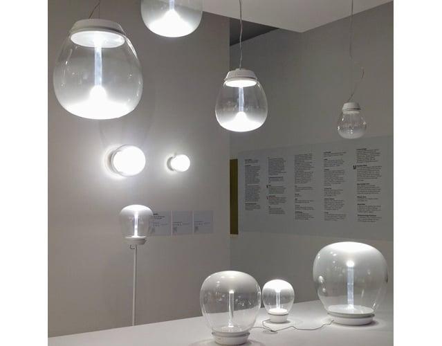 Empatia di Artemide, una lampada da tavolo dalla luce suggestiva ...