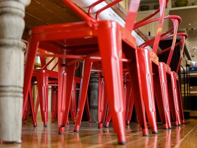 Sedia tolix a l 39 icona del design industriale con 80 anni for La sedia nel design