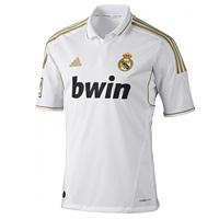 Abbigliamento calcio Adidas, libert� d'azione