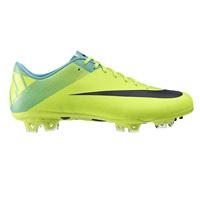 Scarpe da calcio Nike, testa nel pallone